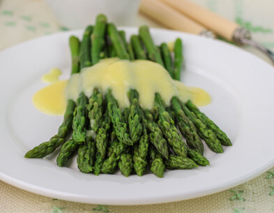 freshly cooked green asparagus with hollandaise sauce