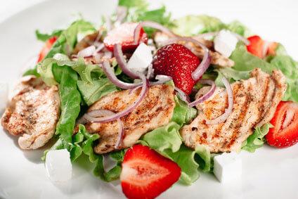 summer chicken and strawberry salad