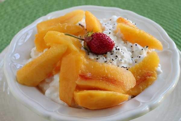 cottage cheese and fresh sliced peaches