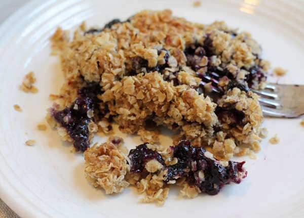 delicious blueberry crisp with oatmeal