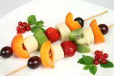 fruit-kabobs-kids