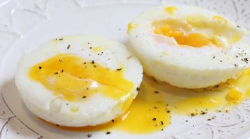 poached eggs using the best pan