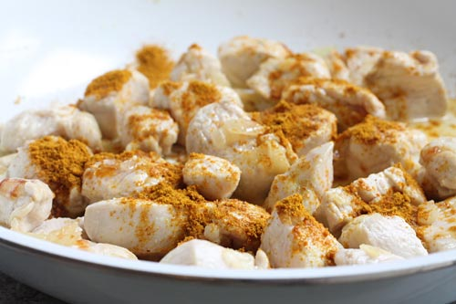 Sprinkle Cooked Chicken with Curry