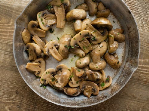 pan of sauteed mushrooms