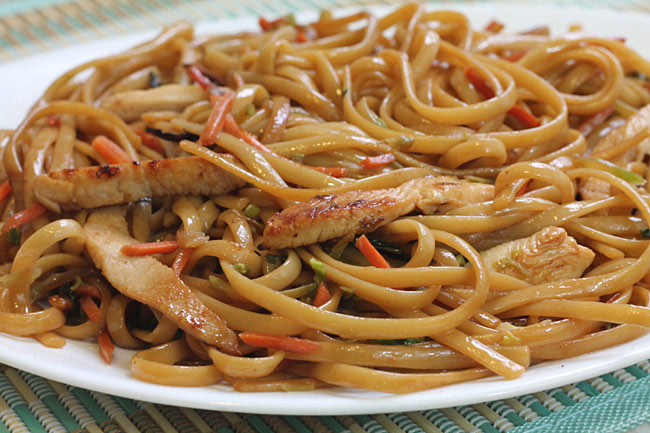 lo mein noodles with chicken
