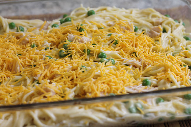 Cheesy Chicken Spaghetti with Velveeta