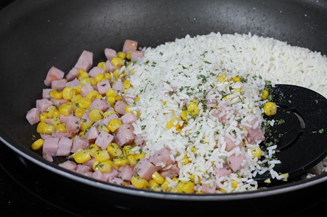 Yellow Corn with Rice and ham
